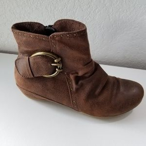 Bare Traps brown booties sz. 7